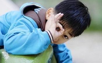 哪些行为影响孩子的交际能力?