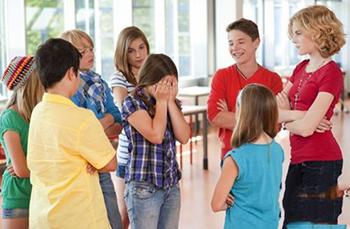孩子被同学嘲笑怎么办