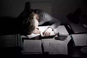青少年抑郁症的主要原因是什么